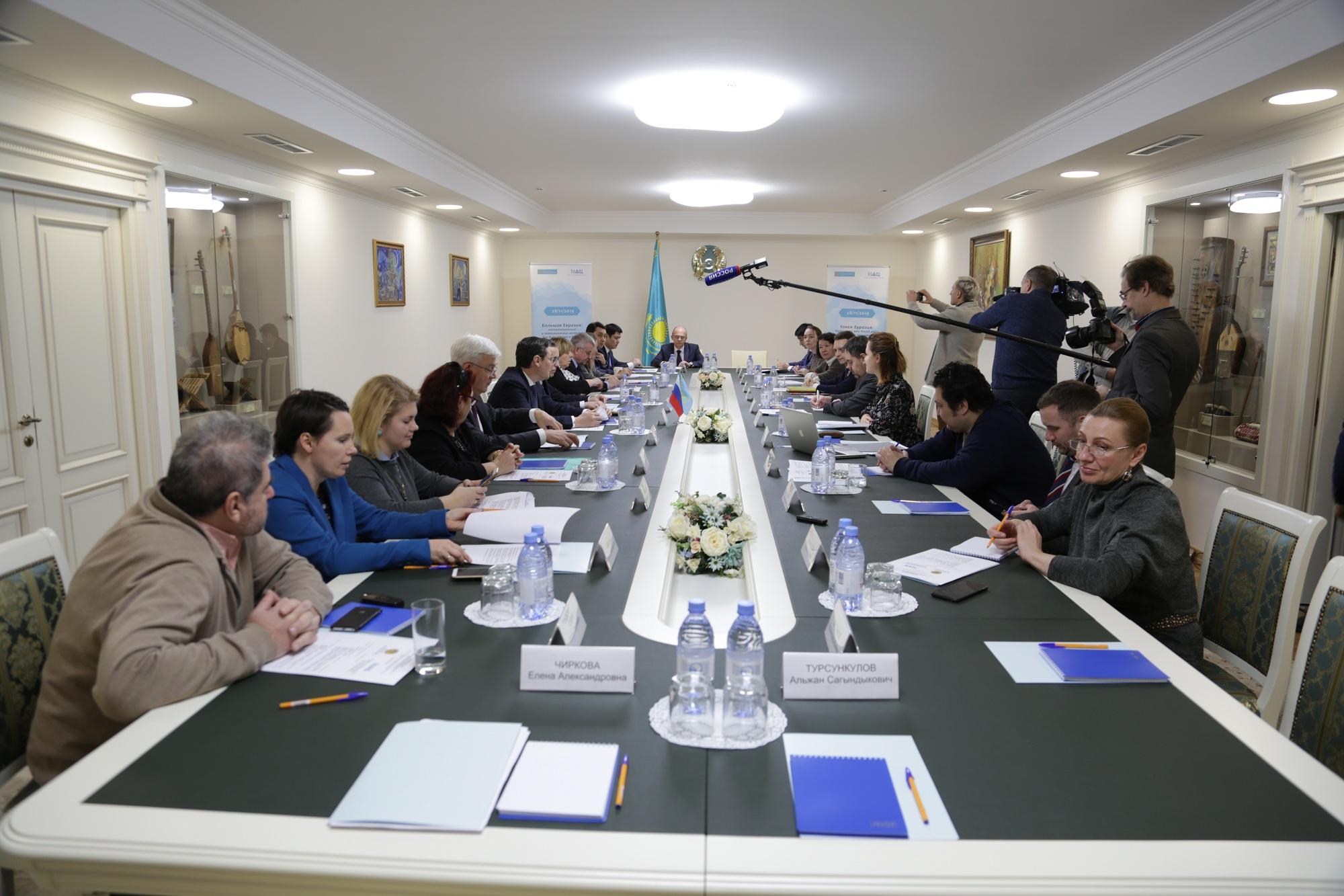 Казахстанские и российские эксперты обсудили контуры Большой Евразии