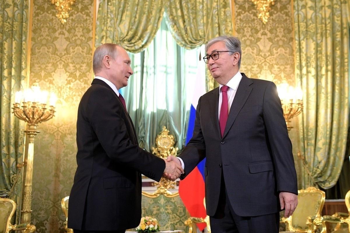 Владимир Путин поздравил Касым-Жомарта Токаева с Новым годом