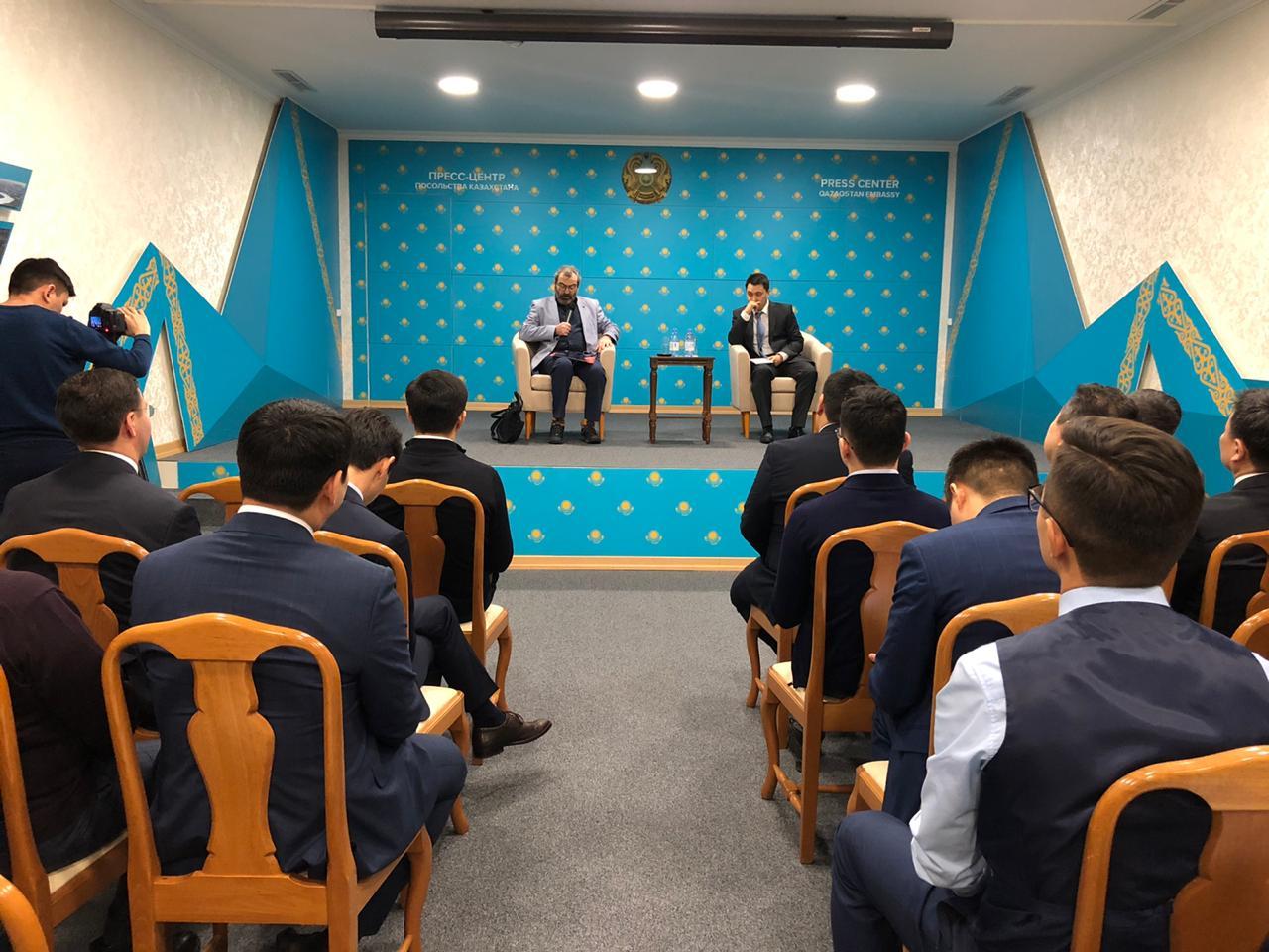 Казахстанские дипломаты встретились с российским политологом А. Ю. Дубновым