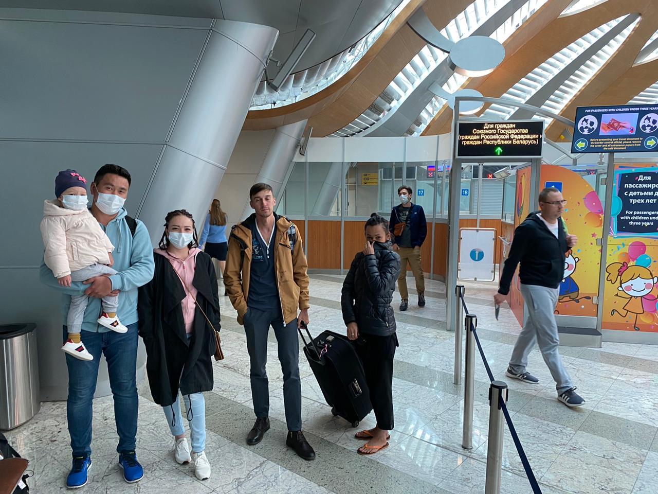 Круглосуточный транзит: казахстанские дипломаты в Москве помогают соотечественникам