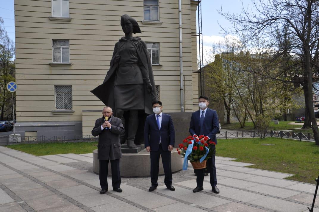 Казахстанские дипломаты приняли участие в памятных мероприятиях ко Дню Победы в Санкт-Петербурге и Астрахани