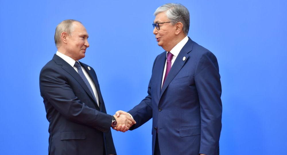 Касым-Жомарт Токаев поздравил Владимира Путина с регистрацией первой в мире вакцины от коронавируса