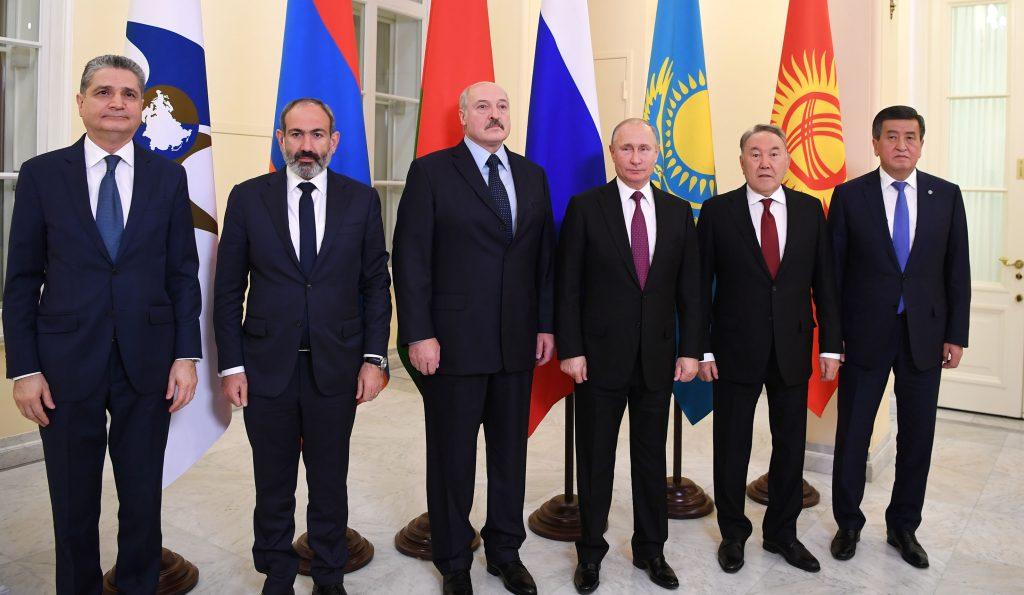 Президент Казахстана принял участие в заседании ВЕЭС в Санкт-Петербурге