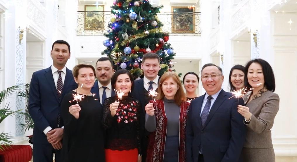 ҚР-ның РФ-дағы Елшілігінің қызметкерлері баршаңызды Жаңа жылмен құттықтайды!
