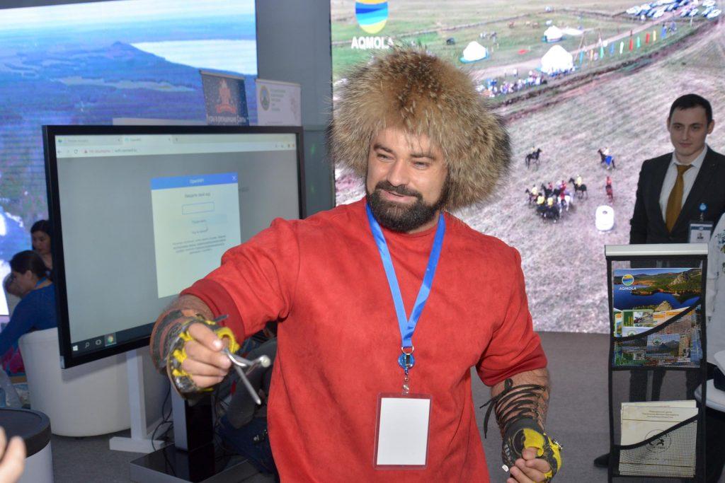 Акмолинский палуан представляет Казахстан на туристической выставке в Москве
