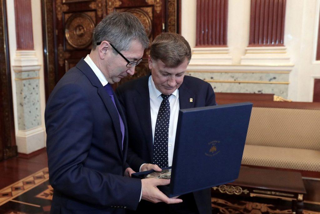 Генконсул РК в Санкт-Петербурге встретился с председателем Заксобрания города