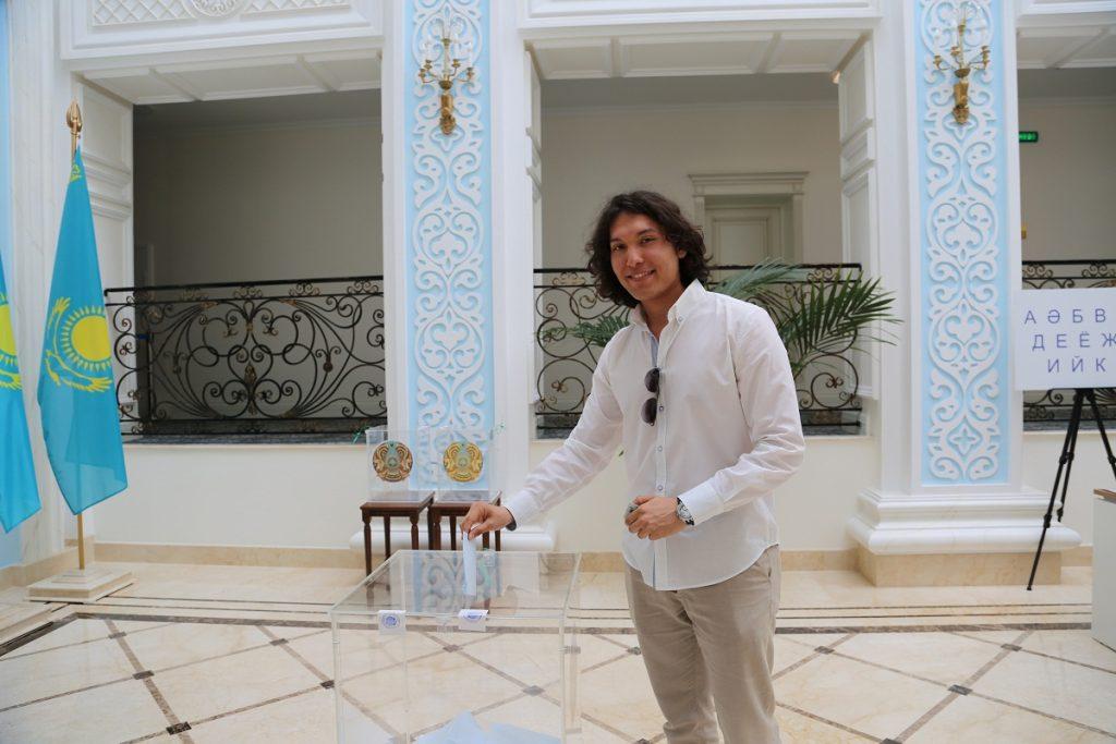 Казахстанский певец: Рад проявить свою гражданскую позицию