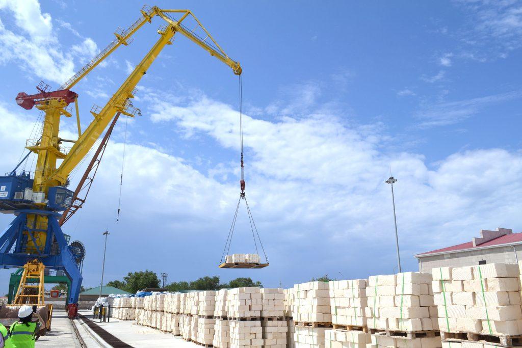 Возобновлена морская перевозка мангистауского камня-ракушечника в Россию