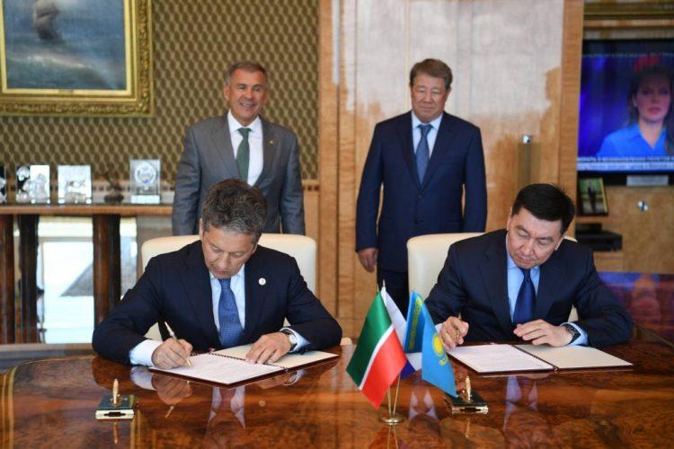 Национальная компания «КазМунайГаз» обеспечивает более четверти общего объема добычи нефти в Казахстане.