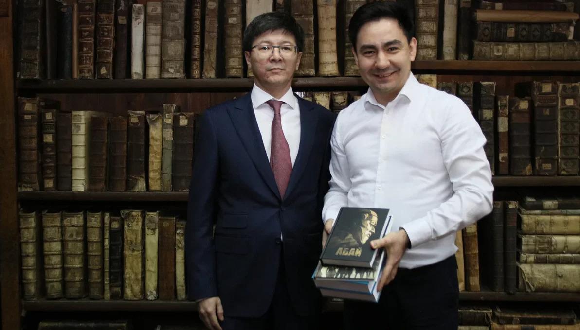 Казанский федеральный университет посетил Генеральный консул Республики Казахстан в городе Казань Жанболат Мурзалин.